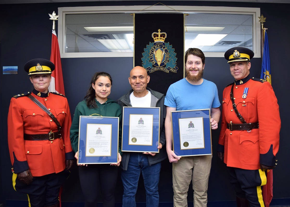 Taxi Maple Ridge >> Three Citizens Honoured For Stopping Assault Of Taxi Driver