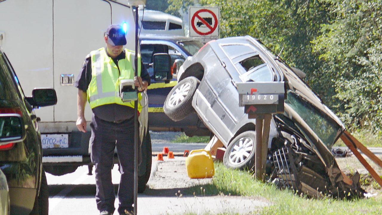 VIDEO: Driver of stolen truck flees crash – Maple Ridge News