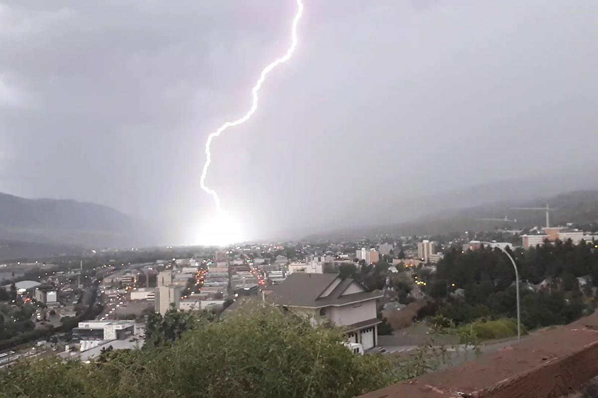 Lightning Lights Up B C Skies In Lower Mainland Interior