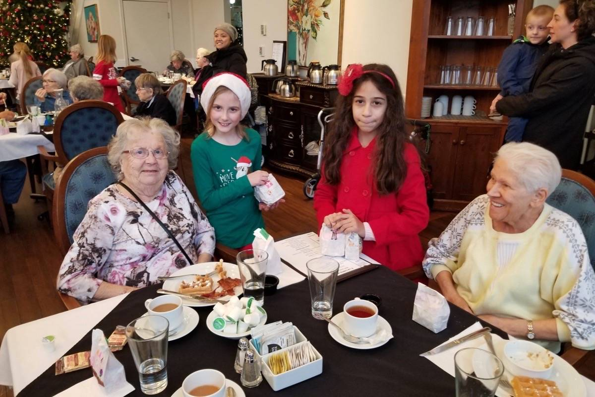 Maple Ridge students wish seniors a Merry Christmas with candy