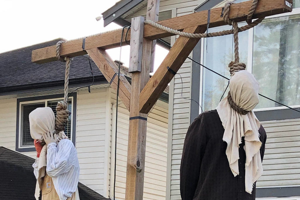 Halloween gallows display by Maple Ridge family slammed as racially insensitive by social media critics - Maple Ridge News