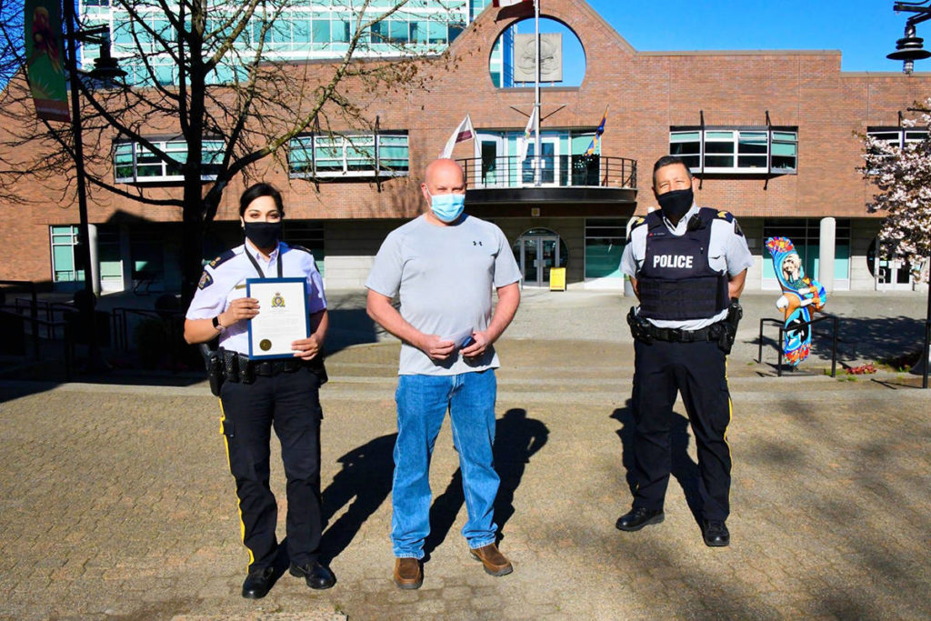 VIDEO: Maple Ridge man gets commendation for assisting Mountie under attack - Maple Ridge News