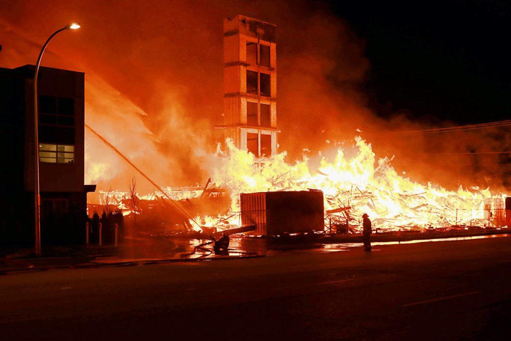 VIDEO: Massive fire buries Langley condo complex - Maple Ridge News
